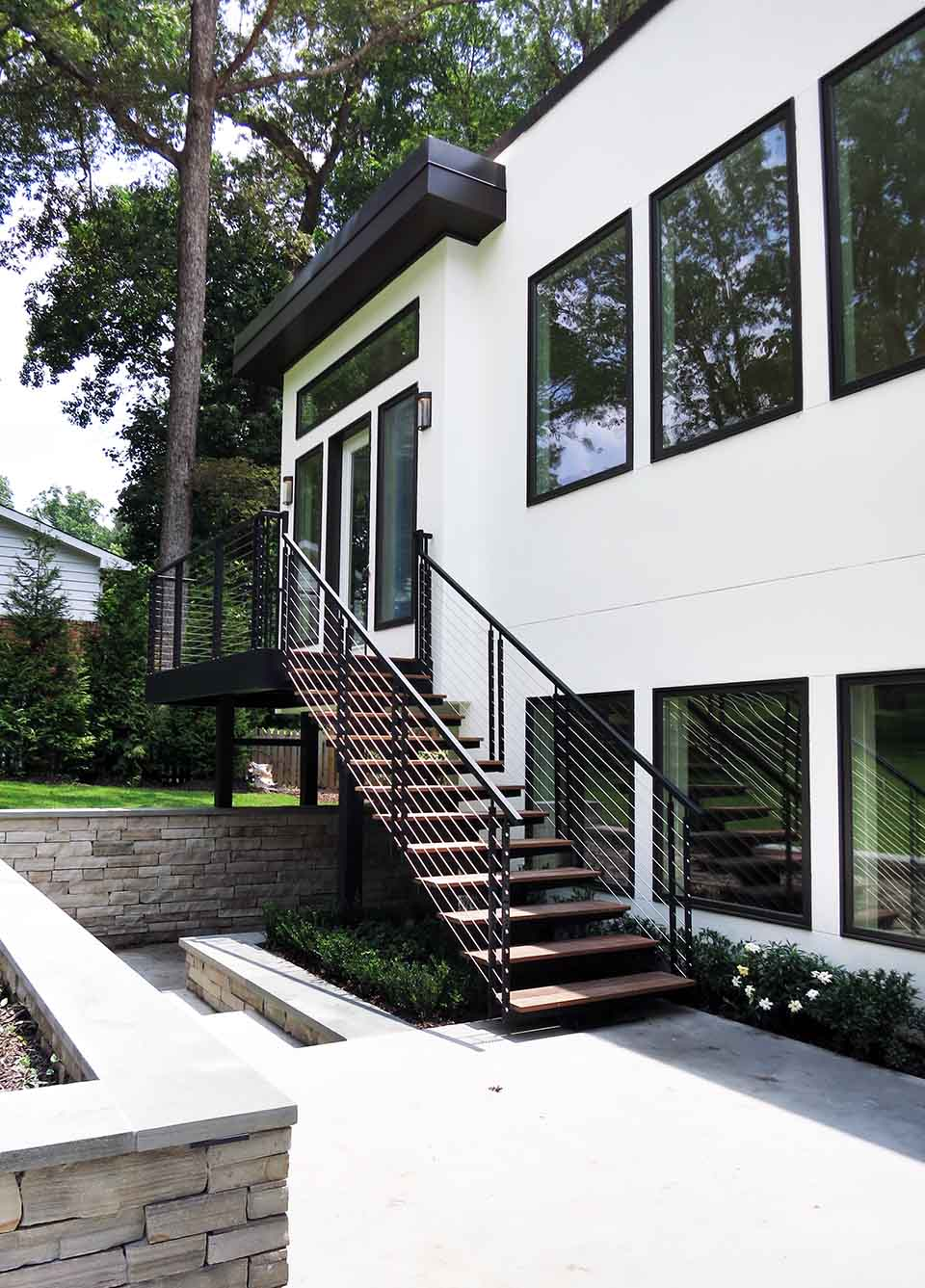 Why Open Riser Stairs Are Gaining Popularity